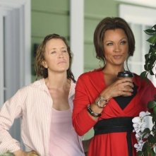 Felicity Huffman e Vanessa Williams nell'episodio The Thing That Counts Is What's Inside di Desperate Housewives