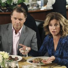 John Schneider e Nancy Travis nell'episodio A Humiliating Business di Desperate Housewives