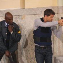 Joshua Jackson e Lance Reddick nell'episodio Entrada di Fringe