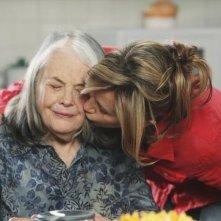 Lois Smith e Felicity Huffman nell'episodio Let Me Entertain You di Desperate Housewives