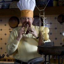 Massimo Boldi nei panni di un cuoco nel film A Natale mi sposo