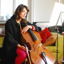 Valentina Lodovini nei panni di una musicista nel film La donna della mia vita