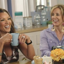 Vanessa Williams e Felicity Huffman in una scena dell'episodio Remember Paul? di Desperate Housewives