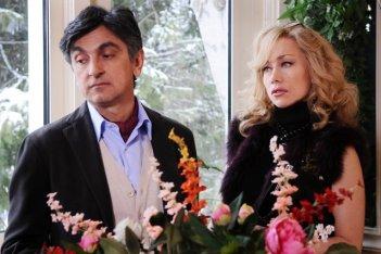 Vincenzo Salemme e Nancy Brilli nel film A Natale mi sposo