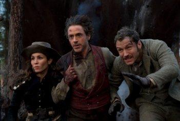 Prima concitata immagine di gruppo di Sherlock Holmes 2