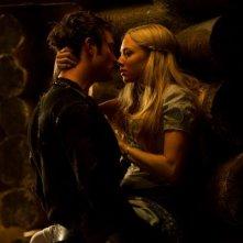 Un bacio appassionato per Amanda Seyfried in Red Riding Hood
