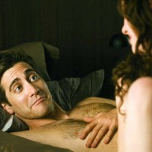 Anne Hathaway e Jake Gyllenhaal in Amore ed altre droghe