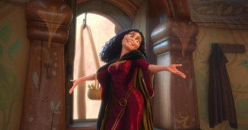 Donna Murphy in una scena del film Rapunzel - L'intreccio della torre