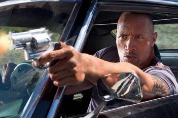 Dwayne Johnson in azione nel film Faster