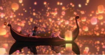 Flynn e Rapunzel in una scena romantica di Rapunzel - L'intreccio della torre