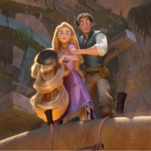 Flynn e Rapunzel in una sequenza del cartoon Rapunzel - L'intreccio della torre