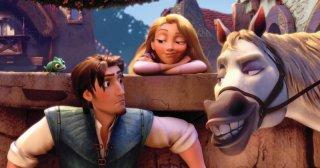 Flynn e Rapunzel tra Pascal e Maximus nel cartoon Rapunzel - L'intreccio della torre