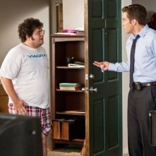 Josh Gad e Jake Gyllenhaal in una scena della commedia Amore ed altre droghe