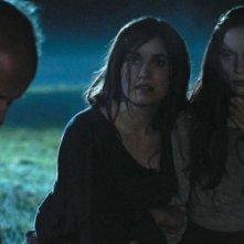 Andrew Bolton con Marysia Kay, Anna Tolputt e Gabrielle Douglas in un'immagine dell'horror The Scar Crow