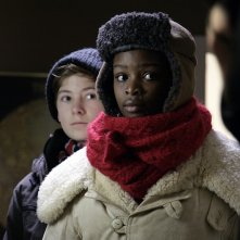 Due piccoli personaggi del film Tornando a casa per Natale