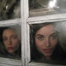 Marysia Kay e Anna Tolputt  in un'immagine dell'horror The Scar Crow