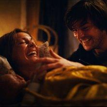 Nina Zanjani e Igor Necemer in una scena del film Tornando a casa per Natale