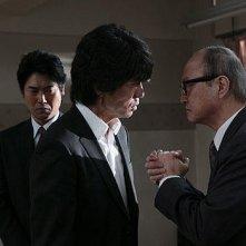 Tôru Nakamura con Renji Ishibashi in una scena di Strangers in the City
