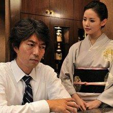 Tôru Nakamura e Manami Konishi in un'immagine del film Strangers in the City