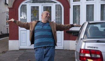 Omid Djalili in scena del film Infedele per caso