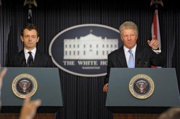 Michael Sheen e Dennis Quaid in una immagine del film I due presidenti (The Special Relationship)
