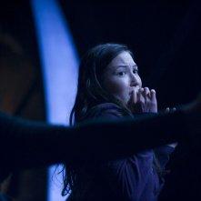 Una spaventata Jennifer Spence nell'episodio Malice di Stargate Universe