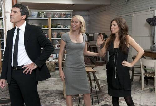 Antonio Banderas Con Naomi Watts Ed Anna Friel In Una Scena Di You Will Meet A Tall Dark Stranger 184822