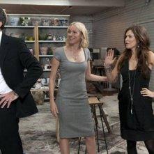 Antonio Banderas con Naomi Watts ed Anna Friel in una scena di You Will Meet a Tall Dark Stranger