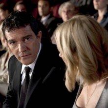 Antonio Banderas in una scena di You Will Meet a Tall Dark Stranger