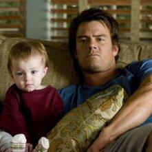 Eric (Josh Duhamel), papà per caso della piccola Sophie nella commedia romantica Life as We Know It