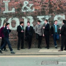 John Lennon (Aaron Johnson) con alcuni musicisti nel film Nowhere Boy