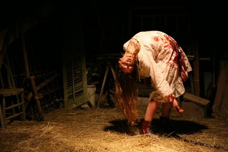 Ashley Bell In Un Immagine Inquietante Nell Horror The Last Exorcism 184932
