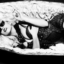 Lady Gaga in uno scatto trasgressivo sul magazine OUT