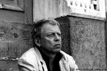 Un primo piano di Paolo Rossi nel film RCL - Ridotte Capacità Lavorative di M. Carboni