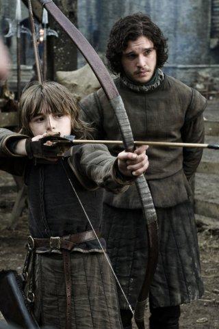 Isaac Hempstead-Wright e Kit Harington in una scena di Game of Thrones