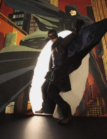 David Lyons nel ruolo del protagonista in una foto promozionale di The Cape