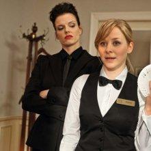 Stephanie Berger e Jasmin Schwiers in una scena della commedia Otto's Eleven