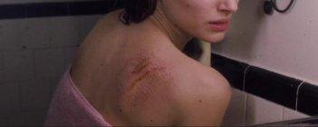 Un'immagine da brividi dal thriller Black Swan