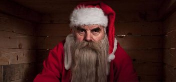 Peeter Jakobi nei panni di un insolito Santa Claus nel film Rare Exports: A Christmas Tale