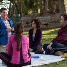 Jonah Hill, Marisa Tomei e John C. Reilly in una scena del film Cyrus