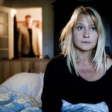 Trine Dyrholm in una scena del dramma In un mondo migliore