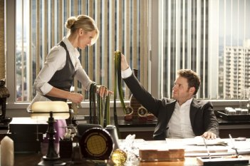 Cameron Diaz e Seth Rogen in una scena del film The Green Hornet