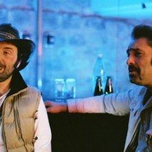 Franck Llopis e Jean-Pierre Martins in una scena del film L'étranger