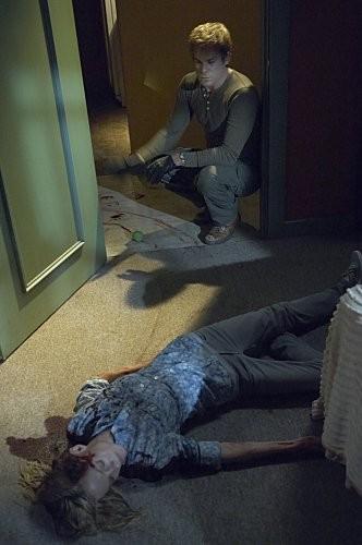 Michael C Hall E Angela Bettis In Una Scena Dell Episodio Hop A Freighter Di Dexter 185847