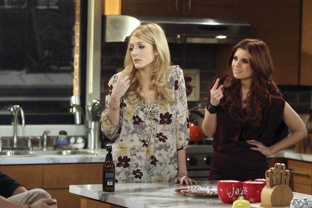 Joanna Garcia E Jennifer Finnigan In Better With You Nell Episodio Better With Christmas Crap 185916