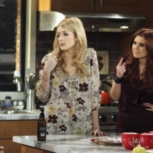 Joanna Garcia e Jennifer Finnigan in Better With You nell'episodio Better With Christmas Crap