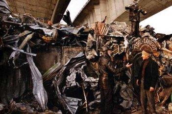 Jean-Pierre Marielle con Dany Boon in una scena del film L'esplosivo piano di Bazil