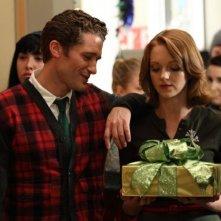 Matthew Morrison e Jayma Mays in una scena dell'episodio A Very Glee Christmas di Glee