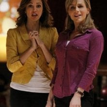 Autumn Reeser e Julie Benz nell'episodio No Ordinary Sidekick di No Ordinary Family