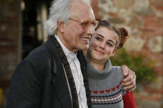 Enzo Jannacci e Nina Torresi in una scena del film La bellezza del somaro